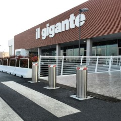 Pilomat 275/PL-800SA at the entrance of Il Gigante supermarket in Cavenago, Italy