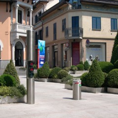 Pilomat 275/P-600A at the beginning of the pedestrian area in Legnano