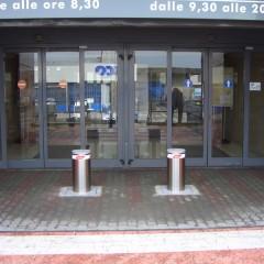 Pilomat 275/P-600A at the entrance of Mirabello shopping center in Cantù, Italy