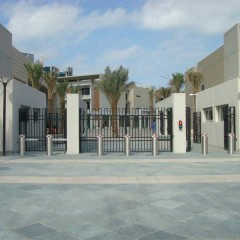 Pilomat 275/K12-900A and 275/K12FB-900F at the entrance of American school in Dubai