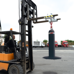 Temporary bollard moved by means of a forklifter